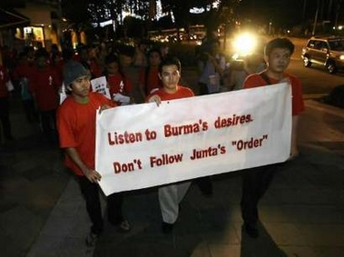 Burmese protest at orchard 2
